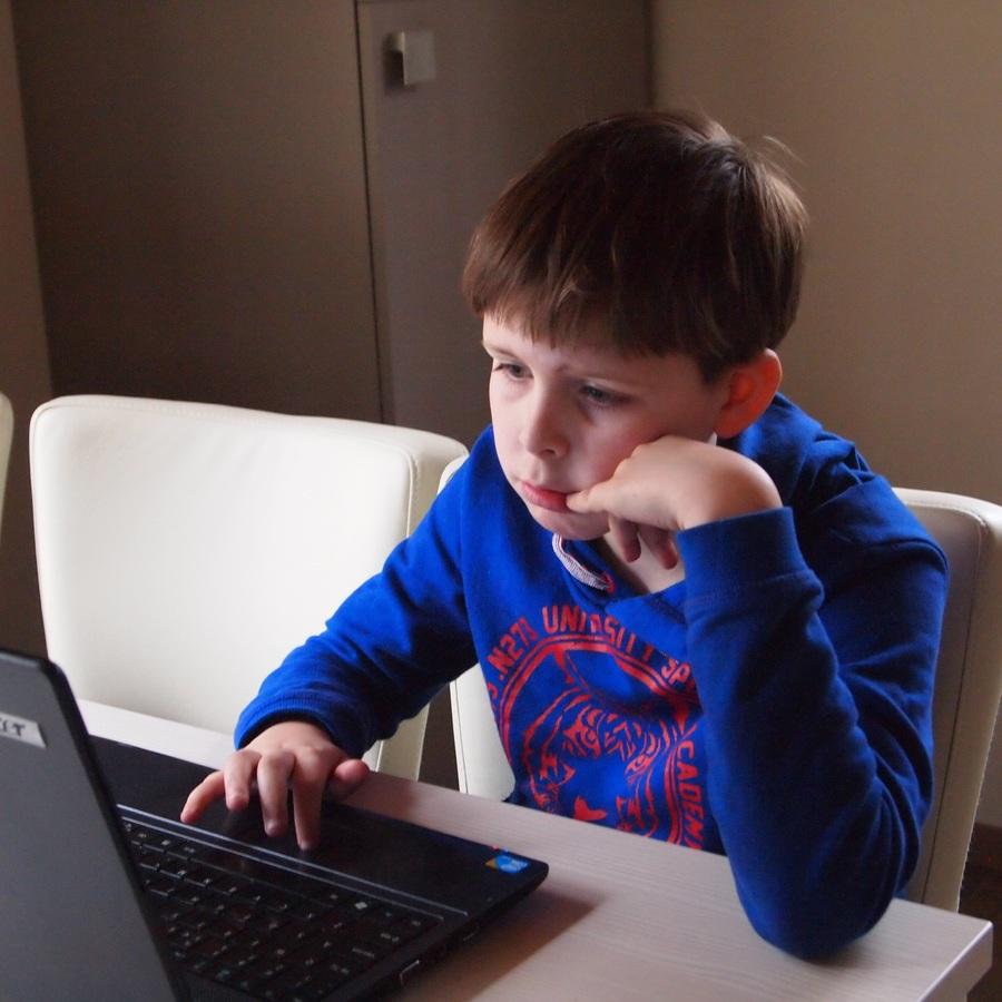 laptop-writing-person-play-boy-reading-739322-pxhere.com.jpg