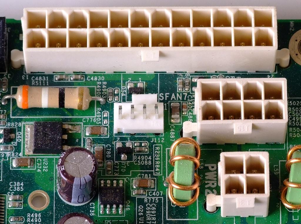 ATX_Power_connectors_24pin_8pin_4pin_Motherboard.jpg